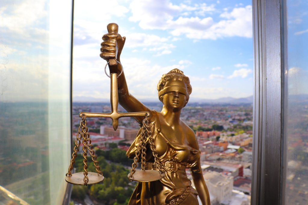 休みなしで働く人はまず理解して欲しい法律問題