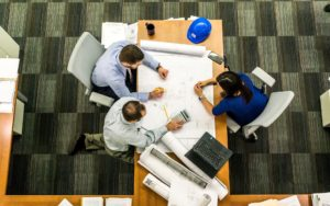 営業、開発、事務に分かれている